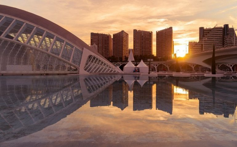 Dov'è situata la città di Valencia?