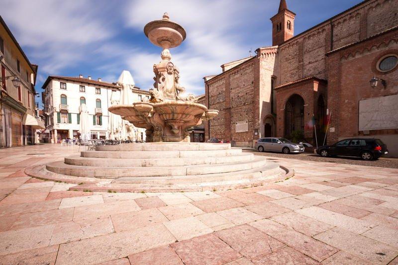 piazza della fontana di bassano