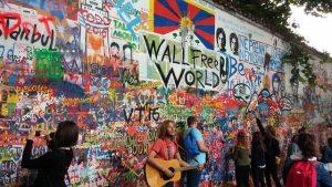 Scrivere sul muro di john lennon