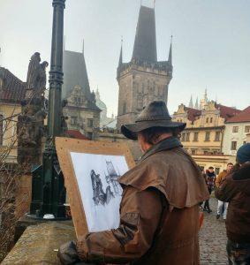 Artisti e bancarelle sul ponte carlo