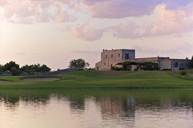 Giocare a golf ad Acaya