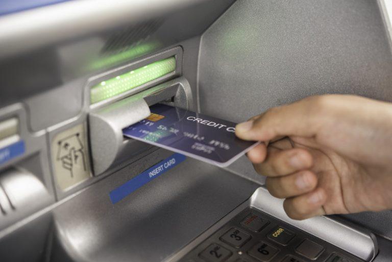 Prelevare all'estero con il bancomat
