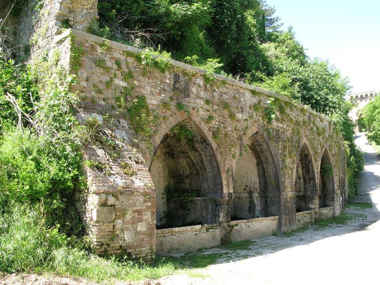 Visitare le Fonti pubbliche medievali a San Gimignano