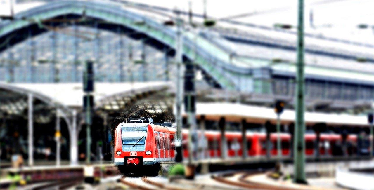 Come muoversi a Colonica con treno, bus o metro