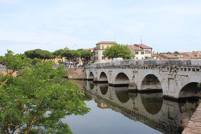 Visita il ponte Tiberio a Rimini