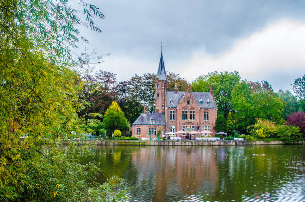 Visitare lago Minnewater a Bruges
