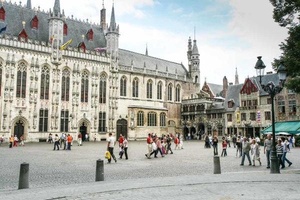 Visitare la piazza burg di Bruges