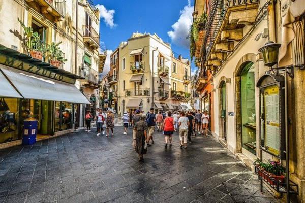 Via dello shopping a Taormina