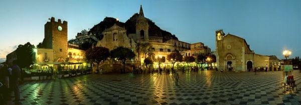 Piazza centrale di Taormina
